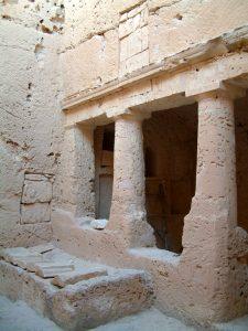 Cour de la tombe 3 de Plinthine (© MAFTP)