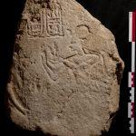 Fragment de stèle de Séthy II trouvé au kôm el-Nogous/Plinthine (© MFFTP)